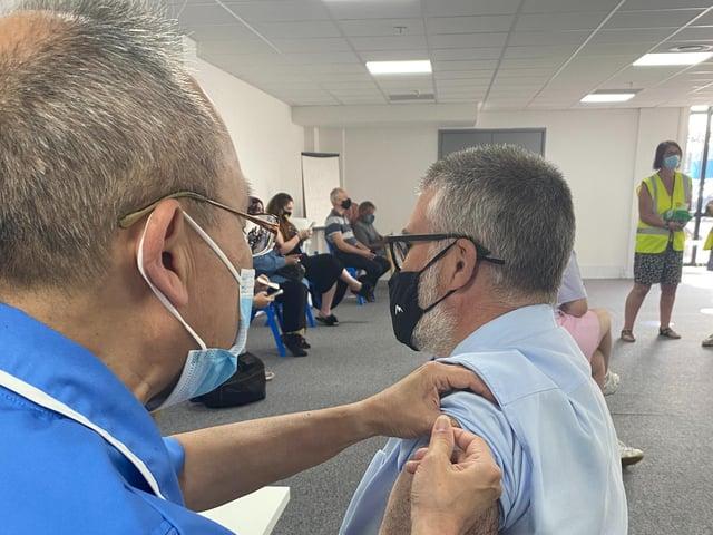 Primarul din Bedford, Dave Hodgson, a primit recent al doilea vaccin