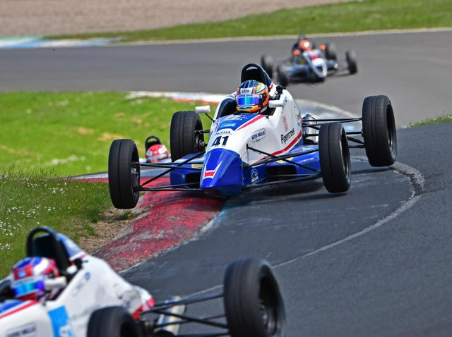 Alex Walker racing at Knockhill (Picture by Jim Moir)
